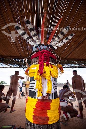 Kuarup, nome dado pelas tribos indígenas do Xingu à árvore nobre cujo tronco é cortado e adornado para representar os mortos que serão homenageados em ritual de mesmo nome - Em 2012 Darcy Ribeiro foi homenageado e este é o tronco que o representou - morekwat, que significa