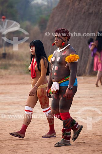 Assunto:  Índio e índia durante o ritual do Kuarup  / Local:   Aldeia Yawalapiti em Gaúcha do Norte - Parque Indígena do Xingu  - Mato Grosso - Brasil  / Data: 08/2012