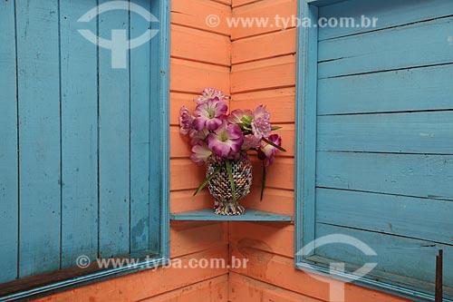 Assunto: Vaso com flor artificial / Local: Amapá (AP) - Brasil / Data: 05/2012