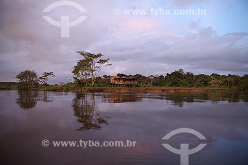 Assunto: Casa de ribeirinho na margem do Rio Araguari / Local: Amapá (AP) - Brasil / Data: 05/2012
