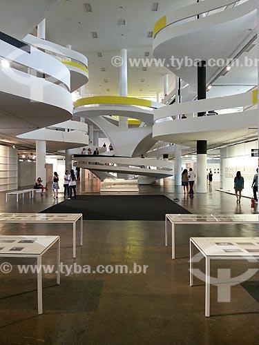 Assunto: Interior do Pavilhão Ciccillo Matarazzo - também conhecido como Pavilhão da Bienal - foto feita com celular Samsung Galaxy S3 / Local: Parque do Ibirapuera - São Paulo (SP) - Brasil / Data: 12/2012