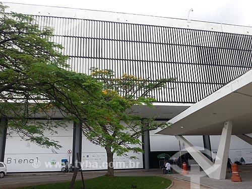Assunto: Fachada do Pavilhão Ciccillo Matarazzo - também conhecido como Pavilhão da Bienal / Local: Parque do Ibirapuera - São Paulo (SP) - Brasil / Data: 12/2012