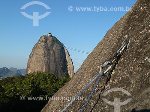 Assunto: Mosquete preso na rocha com o Pão de Açúcar ao fundo / Local: Rio de Janeiro (RJ) - Brasil / Data: 08/2011