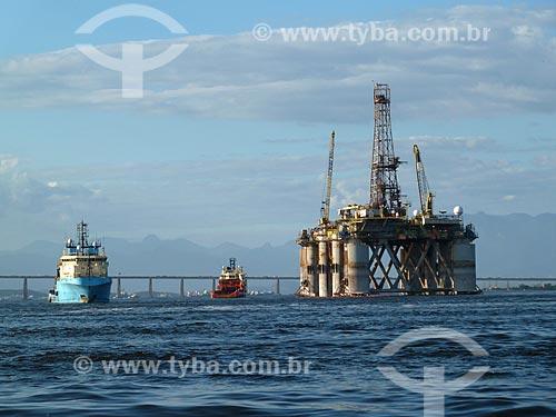 Assunto: Barcos e Plataforma petrolífera na Baía de Guanabara / Local: Rio de Janeiro (RJ) - Brasil / Data: 02/2012