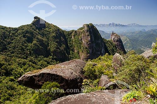 Assunto: Morro da Cruz e Nariz do Frade com verruga - à direita - com Três Picos de Salinas ao fundo / Local: Teresópolis - Rio de Janeiro (RJ) - Brasil / Data: 09/2012