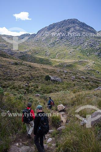 Assunto: Trilha das Prateleiras no Parque Nacional do Itatiaia com Pico das Agulhas Negras ao fundo / Local: Itatiaia - Rio de Janeiro (RJ) - Brasil / Data: 08/2012
