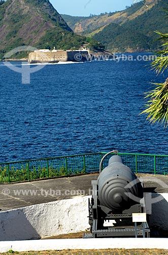Canhão Armstrong - um canhão histórico de maior calibre no Brasil, de origem Inglesa, fabricado em 1872 e calibre de 550 libras e chamado de vovô - no Reduto São Teodósio da Fortaleza de São João   - Rio de Janeiro - Rio de Janeiro - Brasil