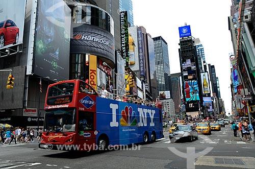 Assunto: Ônibus de turismo passando pela Time Square / Local: Manhattan - Nova Iorque - Estados Unidos - América do Norte / Data: 06/2011