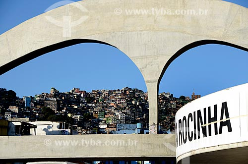 Assunto: Passarela da Rocinha com a favela ao fundo / Local: São Conrado - Rio de Janeiro (RJ) - Brasil / Data: 08/2012