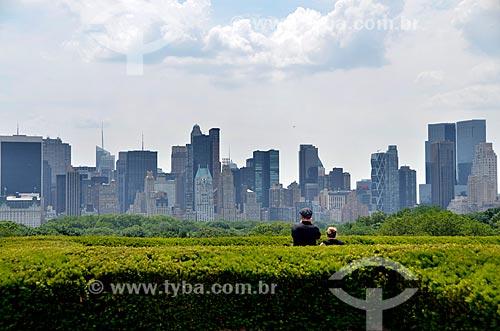 Assunto: Turistas contemplando a paisagem da cidade de Nova Iorque a partir do terraço do Museu Metropolitano de Arte / Local: Manhattan - Nova Iorque - Estados Unidos - América do Norte / Data: 06/2011