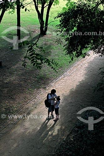 Assunto: Casal no Parque da Juventude  / Local: Santana - São Paulo (SP) - Brasil / Data: 11/2009