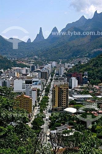 Assunto: Cidade de Teresópolis, Pico Dedo de Deus e Serra dos Órgãos ao fundo / Local: Teresópolis - Rio de Janeiro (RJ) - Brasil / Data: 11/2006