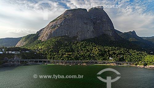Assunto: Vista do Elevado do Joá - também conhecido como Elevado das Bandeiras - com Pedra da Gávea ao fundo / Local: São Conrado - Rio de Janeiro (RJ) - Brasil / Data: 12/2012