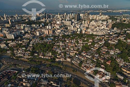 Assunto: Vista aérea da Avenida Trinta e um de março entre Santa Teresa e Catumbi com o centro da cidade ao fundo / Local: Santa Teresa - Rio de Janeiro (RJ) - Brasil / Data: 12/2012