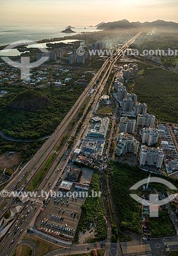 Assunto: Vista aérea da Avenida das Américas com a Estação Pedra de Itaúna do BRT (Bus Rapid Transit) / Local: Barra da Tijuca - Rio de Janeiro (RJ) - Brasil / Data: 12/2012