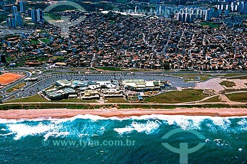 Assunto: Vista da praia da Armação, do Aeroclube Shopping e Office e residências do bairro Jardim Armação ao fundo / Local: Jardim Armação - Salvador - Bahia (BA) - Brasil / Data: 2001