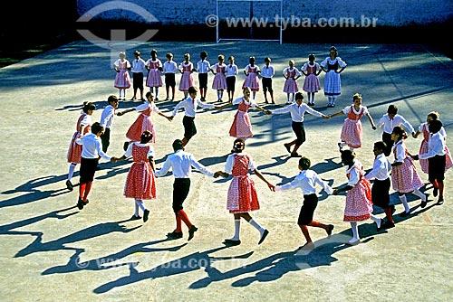 Assunto: Dança folclórica alemã em escola / Local: Pomerode - Santa Catarina (SC) - Brasil / Data: 1997