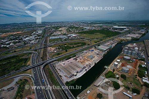 Assunto: Cruzamento da Rodovia Osvaldo Aranha (BR-290) - também conhecida como Free Way - com a Arena do Grêmio ao fundo - à direita / Local: Humaitá - Porto Alegre - Rio Grande do Sul (RS) - Brasil / Data: 12/2012