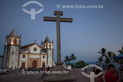 Assunto: Igreja de São Salvador do Mundo - também conhecida como Igreja da Sé (século XVI) - com o Cruzeiro do Alto da Sé / Local: Olinda - Pernambuco (PE) - Brasil / Data: 01/2013