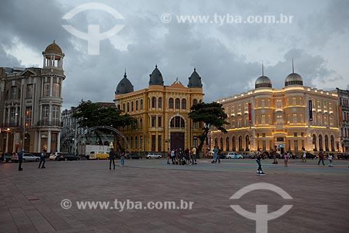 Assunto: Praça do Rio Branco - também conhecido como Marco Zero - com prédios do Instituto Cultural do Bandepe, Associação Comercial de Pernambuco e a Caixa Cultura ao fundo / Local: Recife - Pernambuco (PE) - Brasil / Data: 01/2013