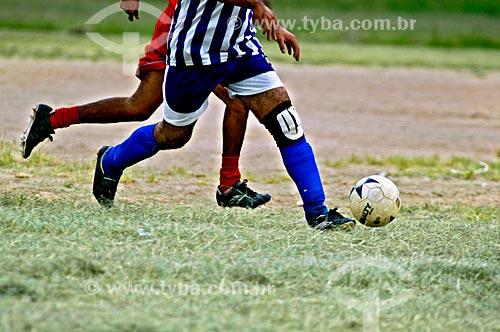 Assunto: Pessoas jogando futebol no Parque ecológico do Tietê / Local: São Paulo (SP) - Brasil / Data: 01/2006