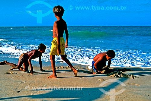 Assunto: Crianças brincando na Praia de Pecém  / Local: São Gonçalo do Amarante - Ceará (CE) - Brasil / Data: 1996