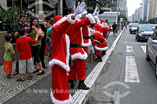 Assunto: Papais Noéis em celebração do natal na Avenida Paulista / Local: São Paulo (SP) - Brasil / Data: 12/2007