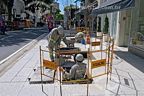 Assunto: Reforma de calçada da Rua Oscar Freire / Local: São Paulo (SP) - Brasil / Data: 12/2006