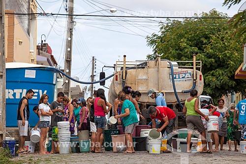 Assunto: Distribuição de água da Operação Pipa pela COMPESA / Local: São José do Egito - Pernambuco (PE) - Brasil / Data: 01/2013