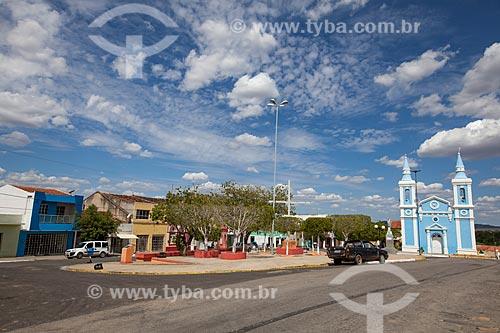 Assunto: Praça Amaro Lafayette com Igreja Imaculada Conceição - à direita / Local: Sertânia - Pernambuco (PE) - Brasil / Data: 01/2013