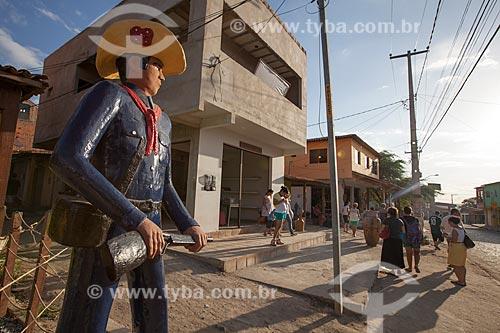 Assunto: Escultura de barro em escala humana no bairro onde viveu Mestre Vitalino (Vitalino Pereira dos Santos) / Local: Alto do Moura - Caruaru - Pernambuco (PE) - Brasil / Data: 01/2013