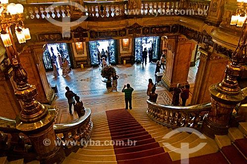 Assunto: Entrada e início da escadaria interna do Theatro Municipal do Rio de Janeiro / Local: Centro - Rio de Janeiro (RJ) - Brasil / Data: 12/2012