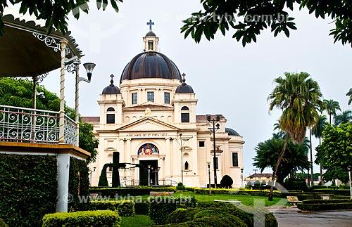 Assunto: Vista da Igreja Matriz do Bom Jesus da Cana Verde (1953) a partir da praça / Local: Batatais - São Paulo (SP) - Brasil / Data: 12/2012