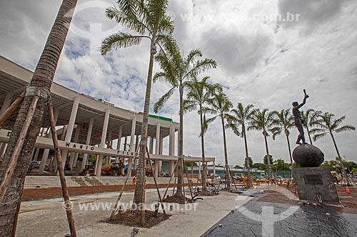 Assunto: Reforma do Estádio Jornalista Mário Filho - também conhecido como Maracanã - entrada principal do estádio com a Estátua do Bellini à direita / Local: Maracanã - Rio de Janeiro (RJ) - Brasil / Data: 02/2013
