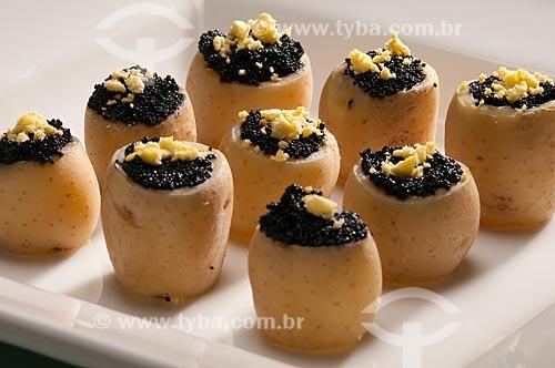 Assunto: Aperitivo - batatas com caviar / Local:  / Data: 05/2009