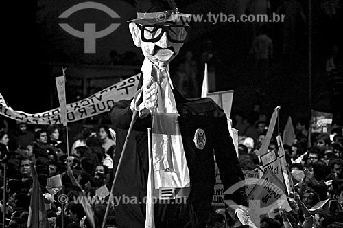Assunto: Boneco representando Teotônio Vilela no comício por eleições Diretas no Vale do Anhangabaú / Local: São Paulo (SP) - Brasil / Data: 1984