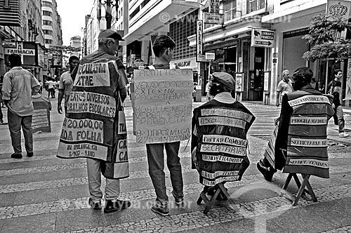 Assunto: Trabalho de homem sanduíche na Rua Barão de Itapetininga / Local: Itapetininga - São Paulo (SP) - Brasil / Data: 1989