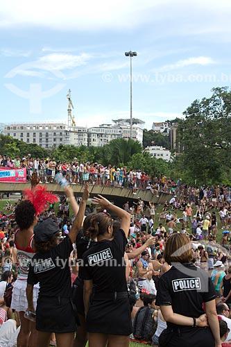Assunto: Mulheres fantasiadas de Policiais no desfile do Bloco Sargento Pimenta com o Hotel Glória ao fundo / Local: Glória - Rio de Janeiro (RJ) - Brasil / Data: 02/2013