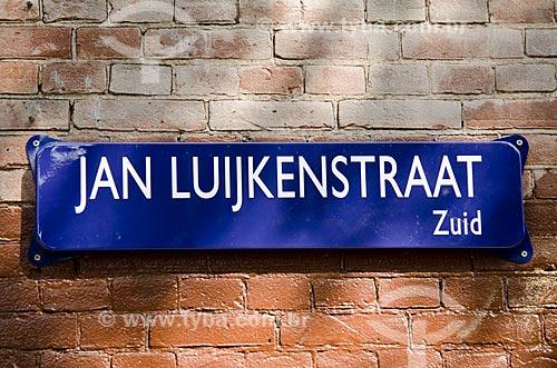 Assunto: Placa de rua em Amsterdam - escrita em língua holandesa / Local: Amsterdam - Holanda - Europa / Data: 05/2012