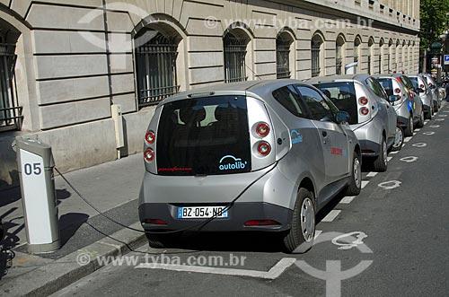 Assunto: B0 - também conhecido como Bluecar - carro elétrico de auto serviço para aluguel público / Local: Paris - França - Europa / Data: 05/2012