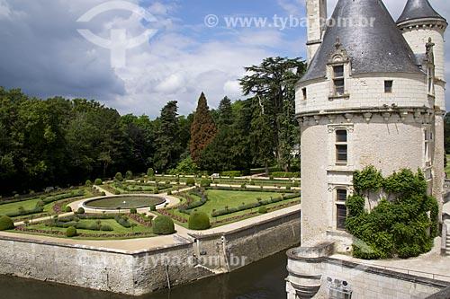 Assunto: Torre do Château de Chenonceau (Castelo de Chenonceau) - também conhecido como Castelo das Sete Damas - com o Jardim de Catherine de Médicis ao fundo / Local: Indre-et-Loire - França - Europa / Data: 06/2012