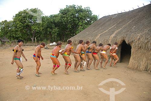 Assunto: Índios da aldeia Aiha Kalapalo fazendo a Dança do Tamanduá - início da colheita do pequi - ACRÉSCIMO DE 100% SOBRE O VALOR DE TABELA / Local: Querência - Mato Grosso (MT) - Brasil / Data: 10/2012