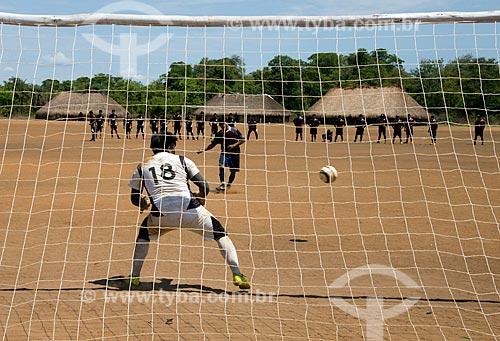Assunto: Campeonato de futebol inter aldeias do Alto Xingu na aldeia Aiha Kalapalo - disputa de penalidade entre Leonardo e Kamayurá - ACRÉSCIMO DE 100% SOBRE O VALOR DE TABELA / Local: Querência - Mato Grosso (MT) - Brasil / Data: 10/2012