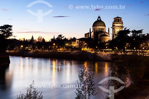 Assunto: Rio Adige e Igreja de San Giorgio in Braida (Chiesa di San Giorgio in Braida) ao fundo / Local: Verona - Itália - Europa / Data: 12/2012