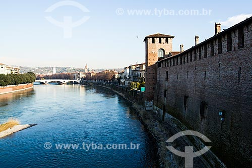 Assunto: Rio Adige e cidade de Verona vistos da Ponte do Castelvecchio, ou Ponte Scaligero / Local: Verona - Itália - Europa / Data: 12/2012