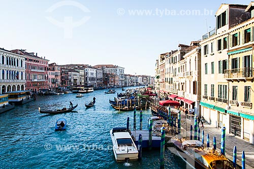 Assunto: Grande Canal visto da Ponte de Rialto / Local: Veneza - Itália - Europa / Data: 12/2012
