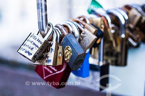 Assunto: Cadeados deixados na Ponte dell Accademia, simbolizando a união de um casal / Local: Veneza - Itália - Europa / Data: 12/2012