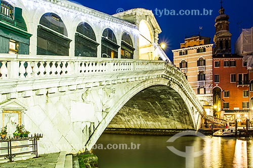 Assunto: Ponte de Rialto (Ponte di Rialto) sobre Grande Canal de Veneza / Local: Veneza - Itália - Europa / Data: 12/2012