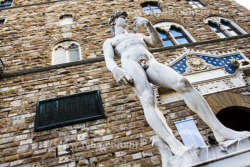 Assunto: Reprodução da estátua de David de Michelangelo na entrada do Palazzo Vecchio, na Piazza della Signoria / Local: Florença - Itália - Europa / Data: 12/2012