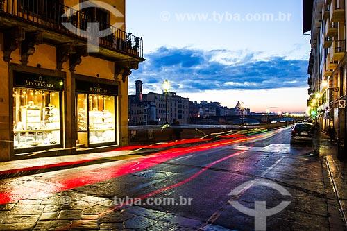 Assunto: Lungarno degli Acciaiuoli, avenida que margeia o Rio Arno entre a Ponte Vecchio e a Ponte Santa Trinita / Local: Florença - Itália - Europa / Data: 12/2012
